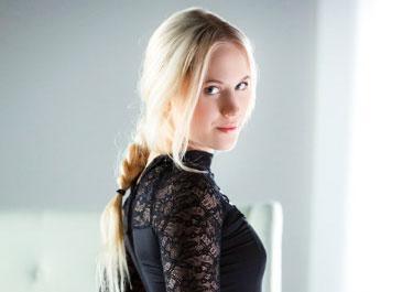Nikki Hill Blonde